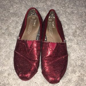 Red sparkly toms